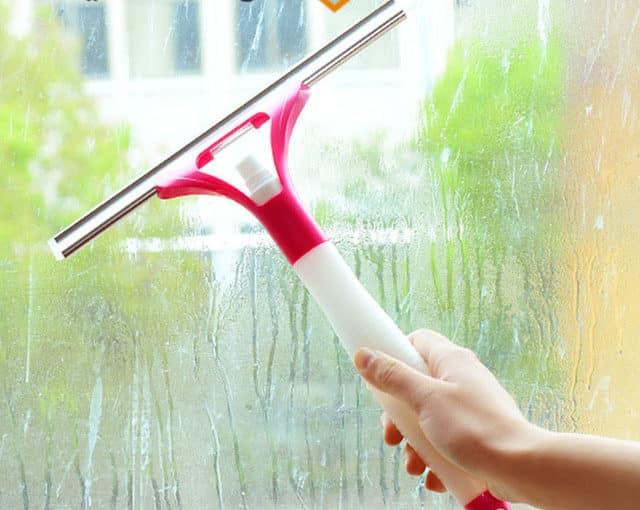 طرق لتنظيف الزجاج و الحصول على زجاج لامع